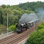 V čele 3. páru zvláštního vlaku se však opět objevila 475.101, která právě opouští Bílovice nad Svitavou