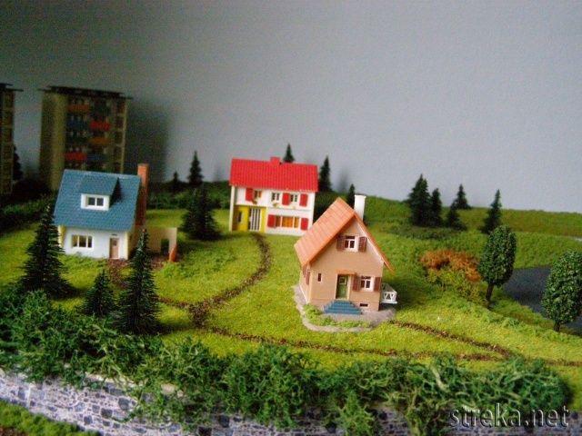 ...ktoré s rodinnými domčekmi tvoria malé predmestie